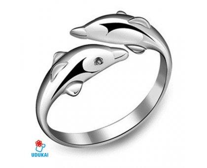 Žiedas Delfinai sidabro spalvos; universalaus dydžio